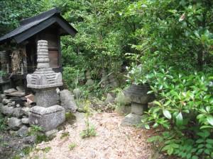 久井町山中野宝篋印塔