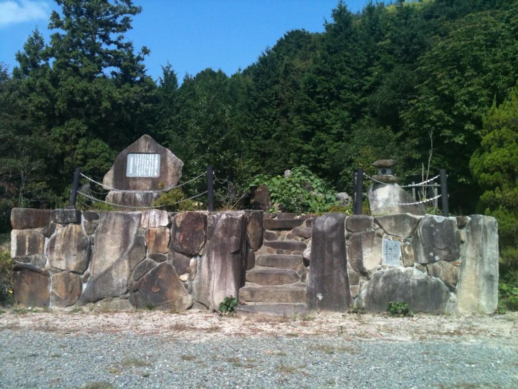 「粟屋隆信」の墓