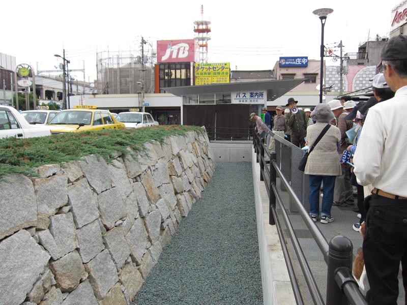 駅前の石垣モニュメント