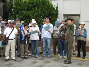 三菱UFJ銀行横で、お堀の説明