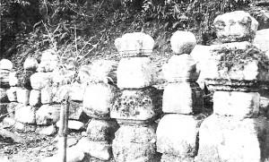 龍興寺に残る田総一族の墓石