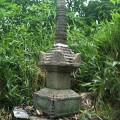 赤坂町早戸の艮神社境内にある宝篋印塔(九輪は後補)