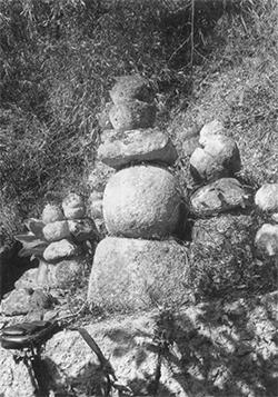 豊松村有賀の五輪塔
