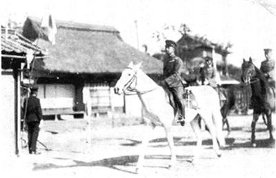 正戸山へと向かわれる昭和天皇