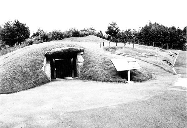 整備された栗塚古墳の丘