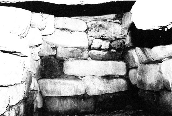 山の神古墳石室内部