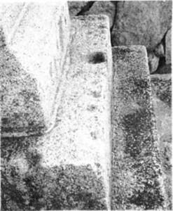 二段目台石の盃状穴群