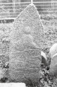 牛が六頭刻まれている一際立派な碑